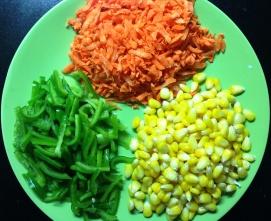 कॉर्न पुलावसाठी लागणा-या भाज्या