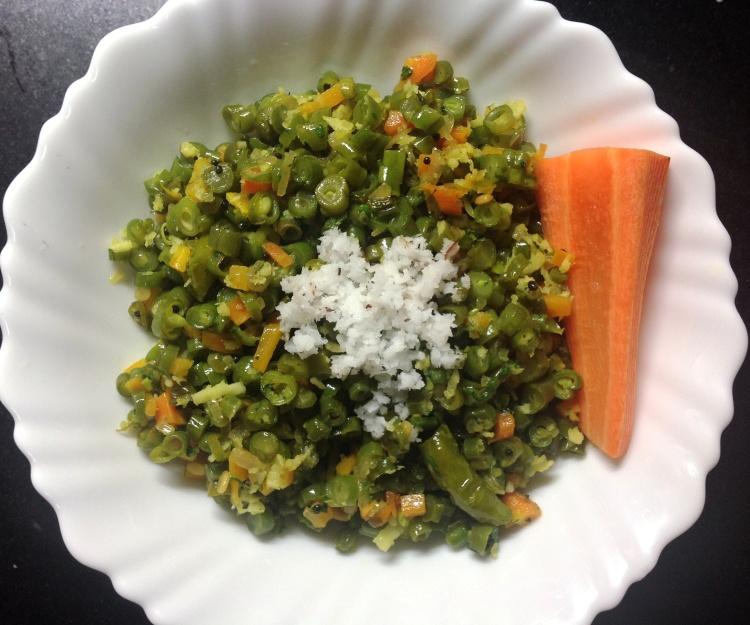 फरसबी-गाजराची तयार भाजी