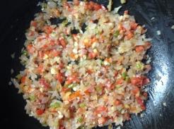 कांदा परतल्यावर टोमॅटो घाला